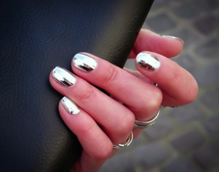 blog_chrome-nail-polish