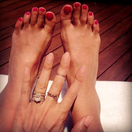 blog_04-jessica-alba-nail-polish