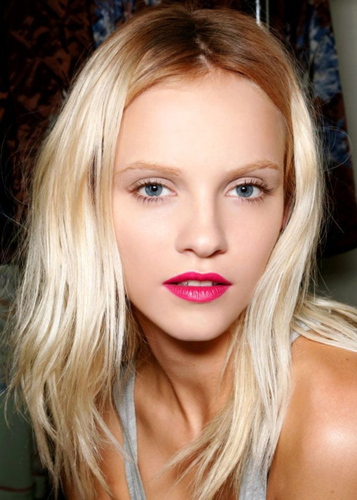 blog_Ginta_Lapina_backstage_beauty_look_by_Makeup_artist_Peter_Philips_created_this_pretty_in_pink_look_to_contrast_the_90s_grunge_inspired_plaids_and_florals_of_Dries_Van_Noten_s_S_S_13_collection