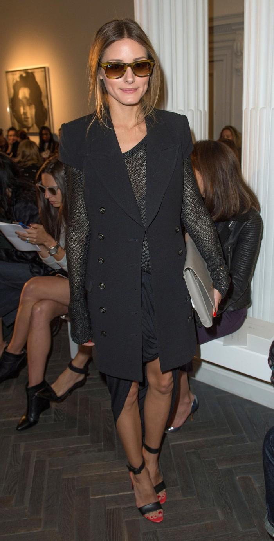 blog_She-complemented-her-military-inspired-short-sleeved-coat-again