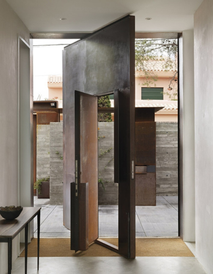 blog_Tom-Kundig-Spain-Doorway-metal