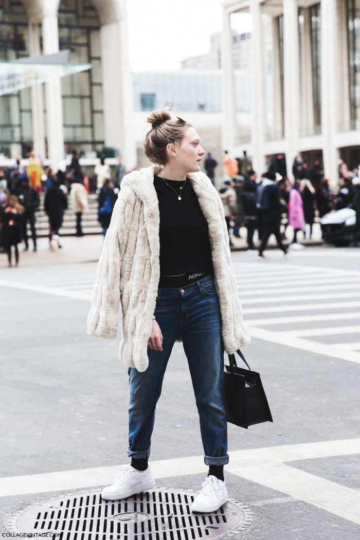 blog_New_York_Fashion_Week-Fall_Winter_2015-Street_Style-NYFW-Fur_Coat-Nike_Bra-Air_Force-Sneakers-Jeans-Topknot--790x1185