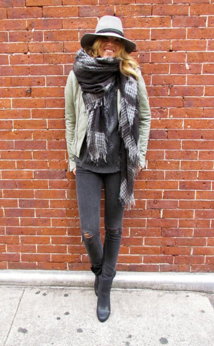 blog_fedora_stylesightings_style_Winter-Hats-New-York-Milan-Paris-201212100253-633x1024