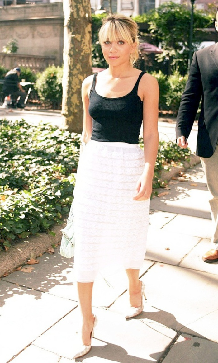 blog_Olsens-Anonymous-Blog-Style-Fashion-Get-The-Look-Ashley-Olsen-Is-Spring-Perfect-In-Black-And-White-Bangs-Beauty-Flirty-Brunch-Date-Wedding-Inspiration