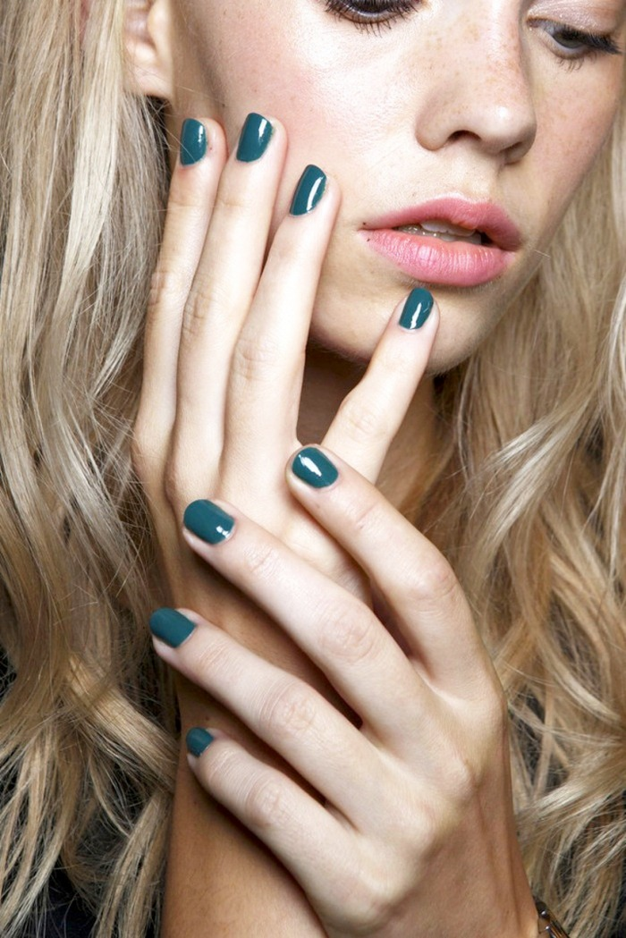 hands_Le-Fashion-Blog-Teal-Nail-Polish-Manicure-Backstage-Beauty-Karen-Walker-SS-2015