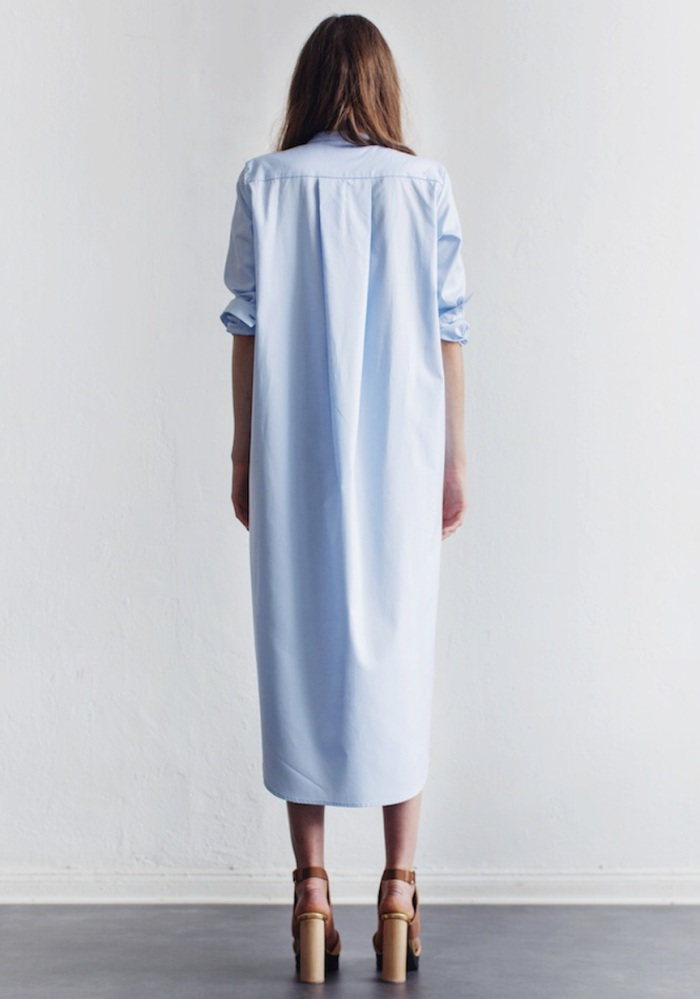 blog_Le-Fashion-Blog-Summer-Must-Have-Light-Blue-Maxi-Shirt-Dress-Tan-Platform-Sandals-Via-Rodebjer