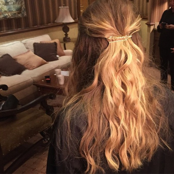 blog_olsen_Olsens-Anonymous-Blog-Style-Fashion-Get-The-Look-New-Instagram-Spottings-Of-Mary-Kate-And-Ashley-Olsen-At-A-Sephora-Event-Ashley-Half-Up-Down-Do-Wavy-Hair-Inspiration