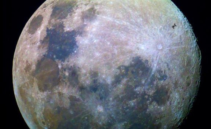 blog_Space_Station_Crosses_Moons_Face-19117b8afad837a11aba9cc55d1dfd1c